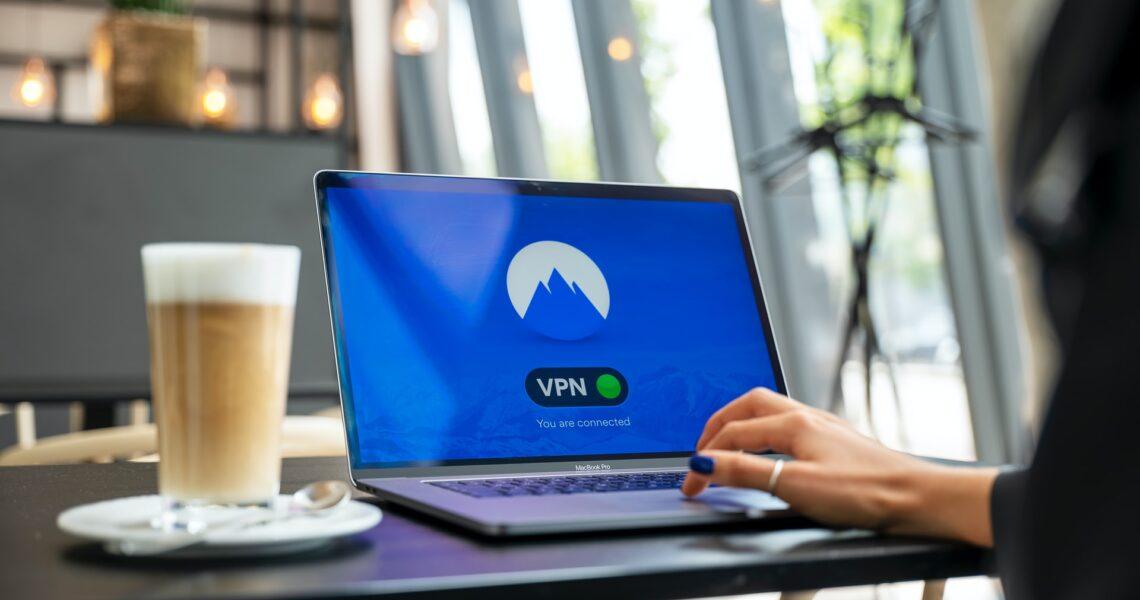 Bevæg dig sikkert rundt på nettet med en VPN